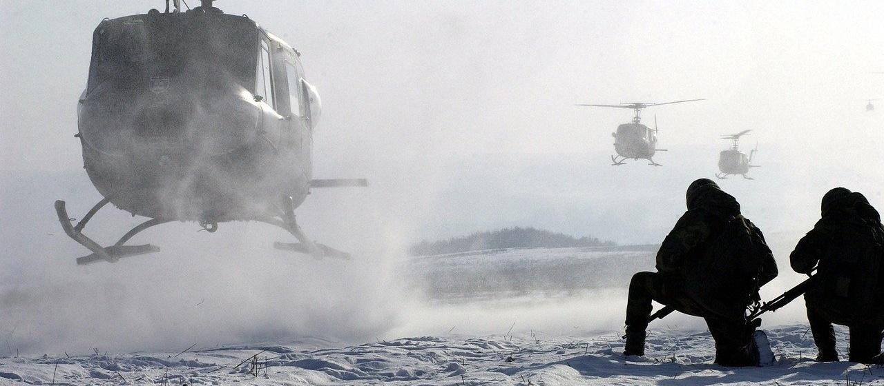 umela inteligenca v armade; vojaci; vrtulnik