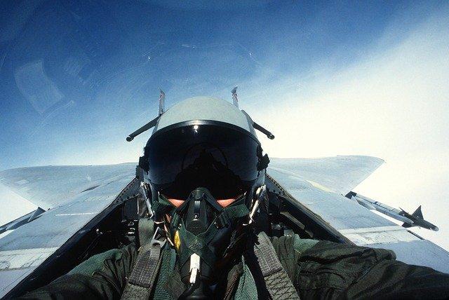 pilot; kokpit; stihacka; armada